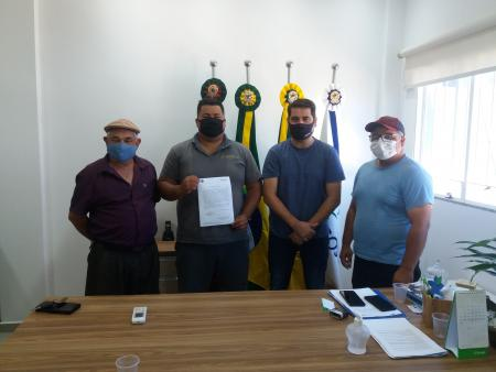 Administração Municipal nomeia e empossa Operador de Máquinas Rodoviárias